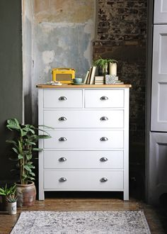 NEW COUNTRY…MAKING A MODERN RUSTIC STYLE – The Cotswold Company Blog. Click to read the full article or PIN to read later. Painted grey chest of drawers from The Cotswold Company. Styled in a rustic bedroom with bear plaster and brick walls. Modern Country Style, Rustic Style, Modern Rustic, Farmhouse Style, Grey Chest Of Drawers, Country Interior, Brick Walls, Plaster, Old And New