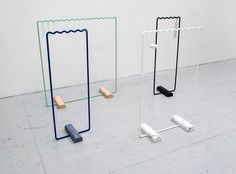 Sine is a minimalist design created by Sweden-based designer Kyuhyung Cho. Sine collection is a hanger system for clothing and accessories inspired by the regular tempo of sine wave. Simple Furniture, Design Furniture, Living Furniture, Modern Furniture, Objet Deco Design, Retail Fixtures, Clothes Rail, Showcase Design, Online Furniture