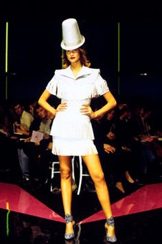 Показ коллекции Alexander McQueen весна-лето 1998г