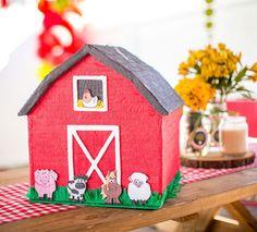 Piñata de granja Farm Animal Birthday, Cowboy Birthday, Farm Party, Ideas Para Fiestas, Animal Party, Farm Animals, Gingerbread, Diy And Crafts, Projects To Try