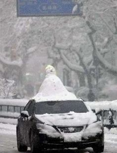 Traveling Snowman - You know you want to do this  what about doing it to a random car?!
