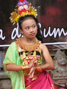 Young Balinese dancer. Photo by Indounik.