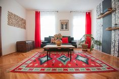 Gesamte Unterkunft in Sibiu, Rumänien. Situated just 5 minutes walking distance from the City Center The Apartment accommodates you in a newly renovated stylish meters house. Take Better Photos, Plan Your Trip, Old Town, Romania, Cool Photos, Traveling, Room, House, Home Decor
