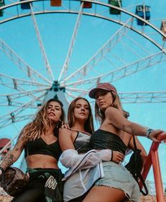 Shared by Find images and videos about girls, friendship and bff on We Heart It - the app to get lost in what you love. Cute Friend Pictures, Best Friend Pictures, Cute Photos, Friend Pics, Shotting Photo, Best Friend Photography, Photo Portrait, Cute Friends, Best Friend Goals