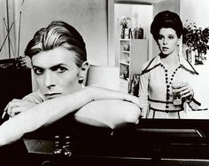 David Bowie (links) in de filmThe Man Who Fell to Earth (1976) - Getty Images