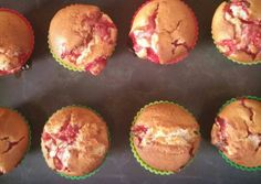 Epres-túros muffin | Mándly Mónika receptje - Cookpad receptek Fun Desserts, Scones, Donuts, Cake Recipes, Muffins, Recipies, Food And Drink, Cupcakes, Yummy Food