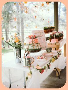 Cake Icing Styles Baby Girl 1st Birthday, Girl Birthday Themes, 1st Birthday Parties, Birthday Ideas, Garden Theme Birthday, Flower Birthday, Fall Birthday, Garden Party Decorations, Party Garden