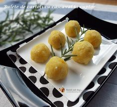 bulete de cartofi cu cascaval la cuptor Sweet Recipes, Pear, Goodies, Sweets, Cheese, Fruit, Cooking, Party Recipes, Food