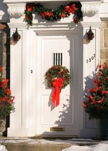 If you have guests set to arrive at your home for holiday get-togethers, impress them with an entryway design they won't forget!