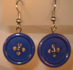 Handgemachte Ohrringe Ohrhänger blauer Knopf