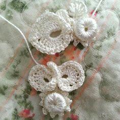 Um ótimo Sábado repleto de delicadezas...  #crochetrico  #crocheirlandes  #irishcrochetlace  #irishcrochet  #ProfessoraIvy  #Tulip  #YarnArt...