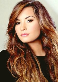 demi lovato her hair color is so perfect here <3 wonder what mine would look like this color??? Hmmm