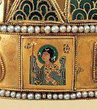 Részlet (Gabriel arkangyal) Hungary History, Royal Crowns, Folk Music, Crown Jewels, Female Images, Crochet Motif, Byzantine, Gabriel, Decorative Boxes
