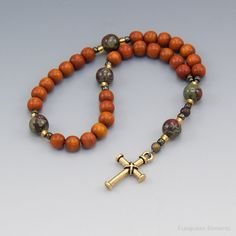 Small Rosary Christian Prayer Beads Redwood por UnspokenElements