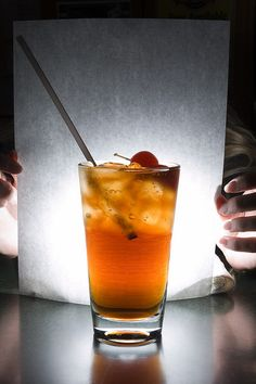 The board/paper used in the background combined with the light coming from behind it give the glass more vibrancy in product photography Product Photography, Photography Business, Food Photography, Pinterest Photography, Emotional Intelligence, Storytelling, How To Memorize Things, Lens, Shots