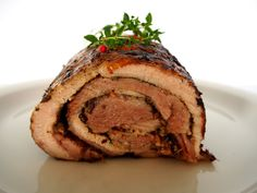 Porchetta tuo lihaanin mainio kääretorttu ja bloggarit tulisilla hiilillä / Tinskun keittiössä