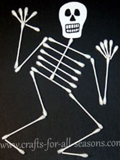 Preschool Crafts for Kids*: Halloween Q-tip Skeleton Craft. Lots of other crafts on this site too! Diy Halloween, Halloween Infantil, Halloween Arts And Crafts, Theme Halloween, Holiday Crafts, Halloween Activities For Kids, Halloween Art Projects, Halloween Decorations For Kids, Halloween Costumes