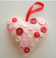 Cute #Valentine #ornament made from felt!  #tutorial