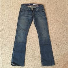 DKNY bleaker boot jeans size 27 Flattering normal rinse DKNY bootcut jeans! Jeans Boot Cut