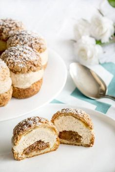 Paris-Brest de Philippe Conticini - Ideas (i will organize this once school is over) - Patisserie Baking Recipes, Cake Recipes, Dessert Recipes, Choux Pastry, French Pastries, Food Cakes, No Cook Meals, Chefs, Sweet Recipes