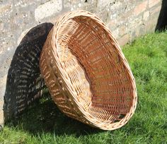 A perfect sunny day... for hanging out the washing with this buff willow washing basket with finger holes.  Approximate size is 61cm x 46cm x 25cm.
