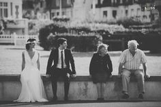 bride&groom ; young married// jeunes mariées ; old & young couple ; skiss ; life scene ; black and white photo// photo noir & blanc  http://www.skiss.fr/