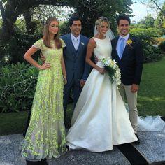 Post by marinaruybarbosa on Instagram | Vibbi Elegant Wedding Dress, Wedding Dress Styles, Dress Wedding, Classy Outfits, Pretty Outfits, Wedding Theme Inspiration, Bridesmaid Dresses, Prom Dresses, Wedding Looks