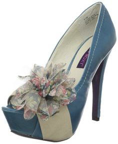 #love the flower on this pump...it probably is a bit too much for most but you have to stand out in Hollywood