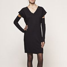 like the dress with the separate sleeves..cool!