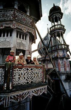 Far East islam Magnum Photos, Art History, Big Ben, Istanbul, Islam, Arch, Explore, Children, Pictures
