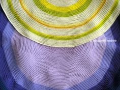 Crocheting Rounds ~  excellent tutorial {includes how to join the rounds to make a large floor cushion}
