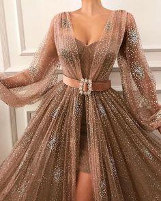kleider sale Source by Black Evening Dresses, Elegant Dresses, Pretty Dresses, Formal Dresses, Casual Dresses, Awesome Dresses, Prom Dresses With Sleeves, Maxi Dresses, Long Gown With Sleeves