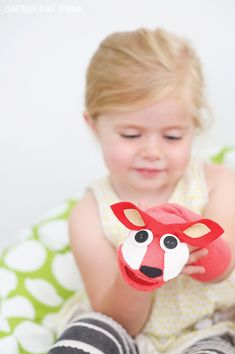 Love this Sock Puppet Tutorial and read #FoxInSocks together! via @PagingSupermom