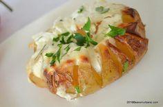 Cartofi copti cu smantana - la cuptor   Savori Urbane Baby Food Recipes, Cooking Recipes, Healthy Recipes, Quick Appetizers, Romanian Food, Quick Meals, Food And Drink, Healthy Eating, Yummy Food