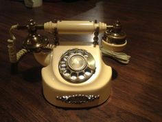 Vintage Antiques, Retro Vintage, Phones, Ring, Vintage Phones, Freckles, Gadgets, The Originals, Furniture