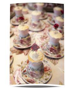Xícaras como suporte para cupcakes