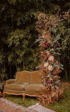 mariage-boheme-automnal-domaine-du-moulin-neuf-pays-de-la-loire-blog-mariage-madame-c-7 Wedding Lounge, Fall Wedding, Autumn Weddings, Autumn Tale, Wooden Decor, Pumpkin Decorating, Warm Colors, Dried Flowers, Flower Decorations