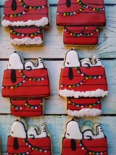 Amaretti from Italy - HQ Recipes Christmas Sugar Cookies, Christmas Desserts, Christmas Treats, Christmas Baking, Christmas Snoopy, Snoopy Christmas Decorations, Christmas Cupcakes, Christmas Recipes, Grinch Cookies