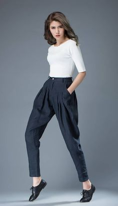 Blue Women's Pants - Linen Tapered Leg Casual Pleated Tulip-Shape Trousers with Pockets C831