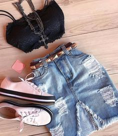 Looks com short jeans Crop Top Outfits, Girly Outfits, Skirt Outfits, Chic Outfits, Trendy Outfits, Fashion Outfits, Teen Fashion, Love Fashion, Fashion Looks
