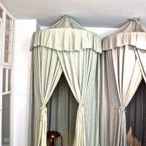 Inspirerende anecdotes en groene porseleinen tegels in de boutique van Anecdote Roomed | roomed.nl