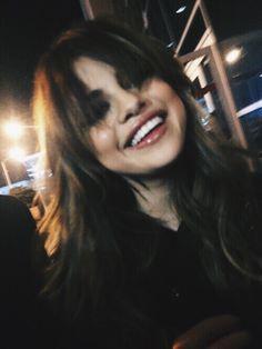 grafika selena gomez, selenagomez, and revival Selena Gomez Cute, Estilo Selena Gomez, Selena Gomez Pictures, Pretty People, Beautiful People, Beauty Makeup, Hair Beauty, Insta Photo Ideas, Marie Gomez