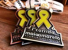 Medalha personalizada colorida com fita acetinada, você encontra aqui na Invicta Premiações. Entre em contato ou visite nosso site para conhecer nosso trabalho. Nossa equipe terá prazer em atendê-lo.