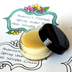 Combat the effects of aging, wrinkles, dry patches and inflammation with this natural, nourishing under eye cream + free printable labels.