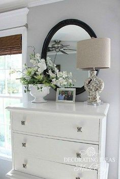 4 Common Accessorizing Mistakes, Accessorizing Ideas, (Decorate in 3's, it helps to keep things neat and uncluttered when using accessories.)