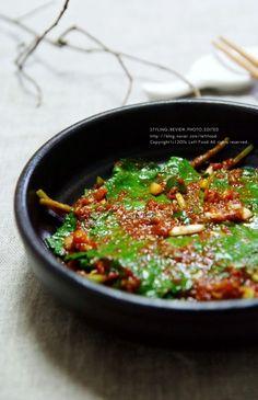 만들기 쉬운 반찬 레시피!오늘은 밥도둑이라 불리우는 깻잎장아찌 깻잎절임을 만들어 보았어요~♪양념장만 ... Cooking Recipes For Dinner, K Food, Korean Food, Fritters, Kimchi, Food And Drink, Vegetables, Ethnic Recipes, Seoul