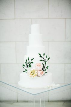 simple wedding cake - photo by Izzy Hudgins :::