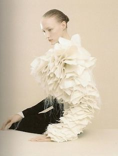 Viktor and Rolf, black light, spring / summer 1999 photographed by inez and vinoodh the house of viktor and rolf Couture Details, Fashion Details, Couture Fashion, Fashion Art, Fashion Design, Fashion Gallery, Victor And Rolf, Amarillis, Textiles