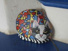 Besondere-Geschenke-bemalter-Stein-Katze-Pop-Art-bunt-ca-14x11cm-Unikat