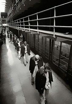 Last prisoners of Alcatraz leaving in 1963..
